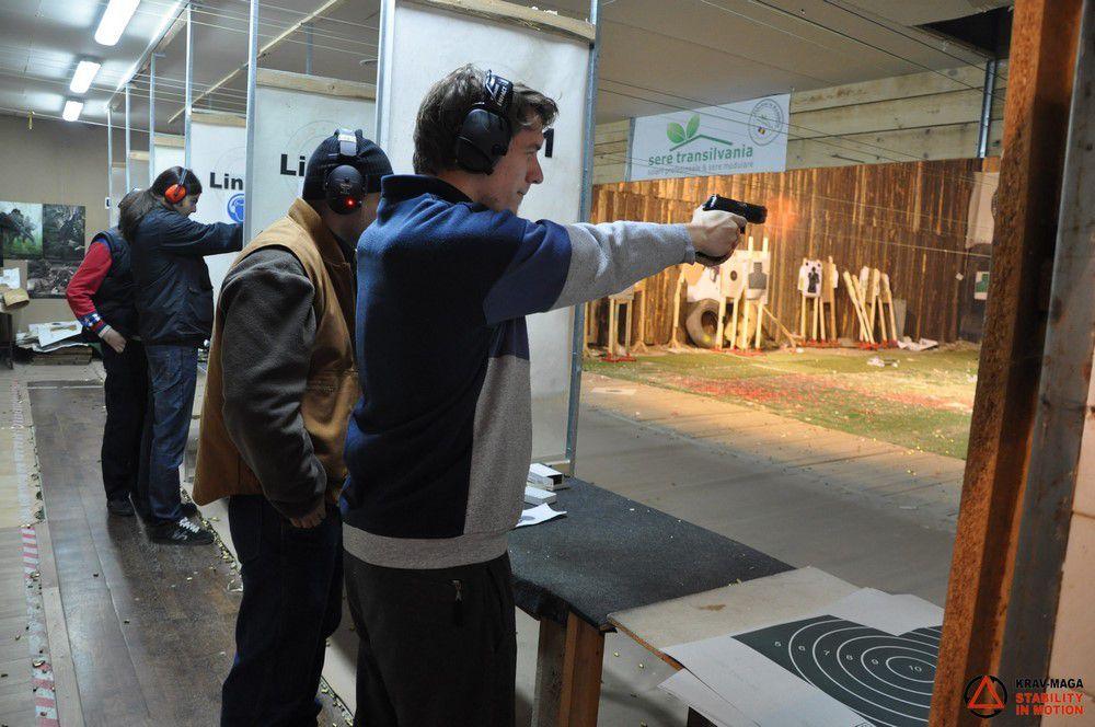 Trageri cu pistolul în poligon și Apărarea amenințărilor cu pistolul