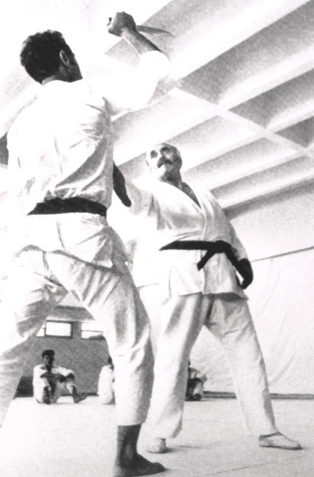 Imi Lichtenfeld teaching Krav-Maga (defense agains the knife attack), after his retirement.