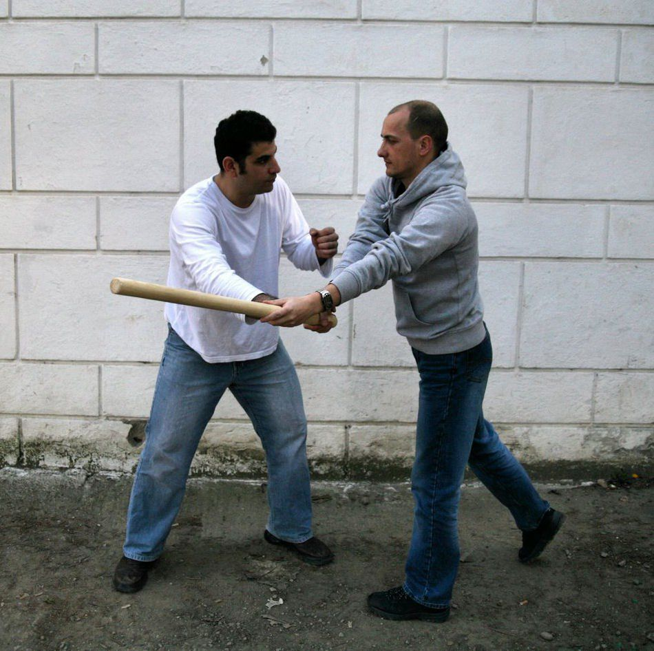Onn and László: defense against the attack with a stick from above (hagana neged makel melemala) in Cluj-Napoca, Romania, in 2007.