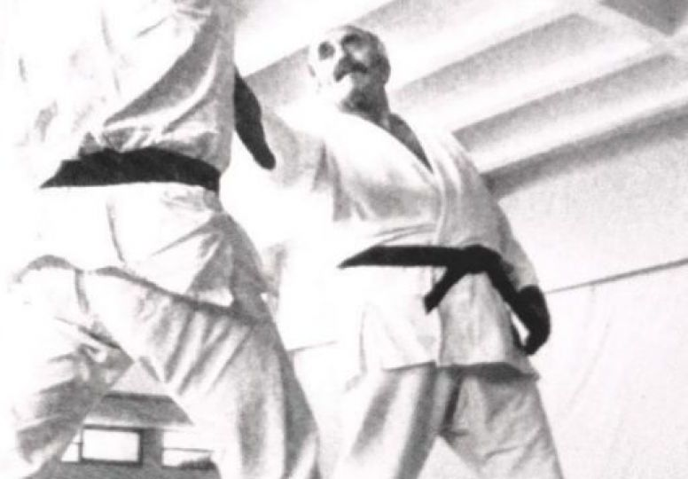 Imi Lichtenfeld in kimono, defense against knife attack