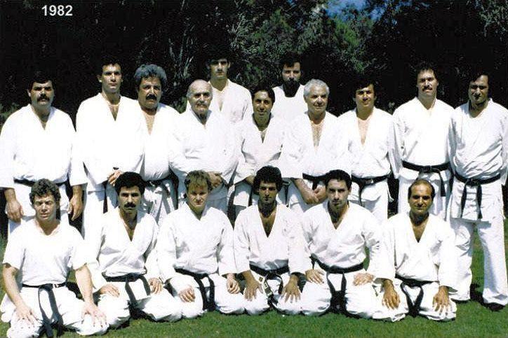 Imi Lichtenfeld împreună cu elevii lui, în kimono