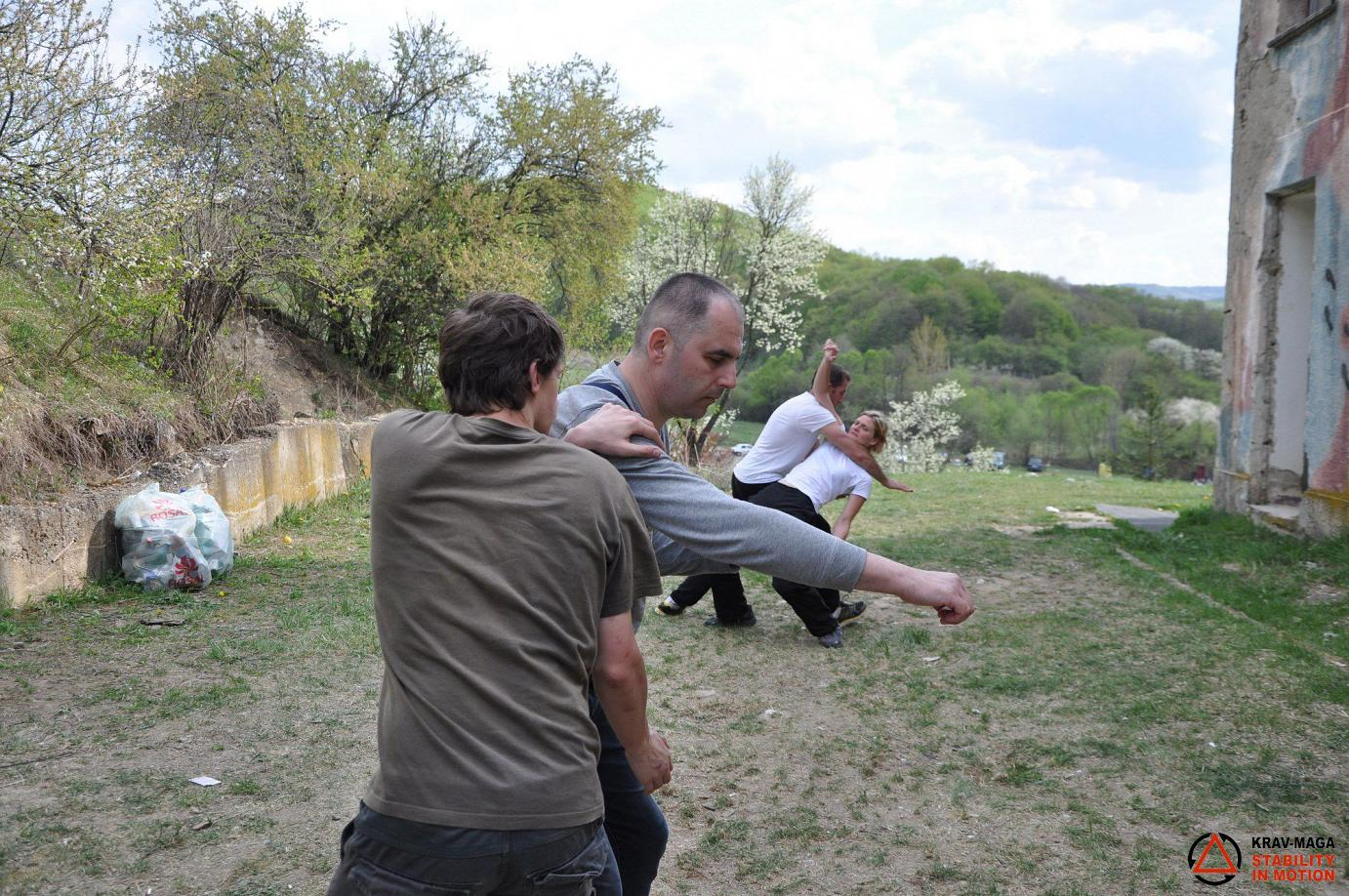 Street Survival - punches and attacks with sticks